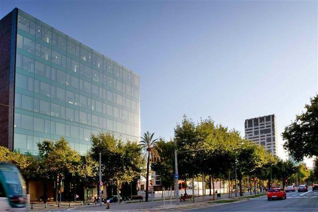 Barcelona poblenou barcelona 22 avda diagonal 67 for Oficina habitatge sant marti